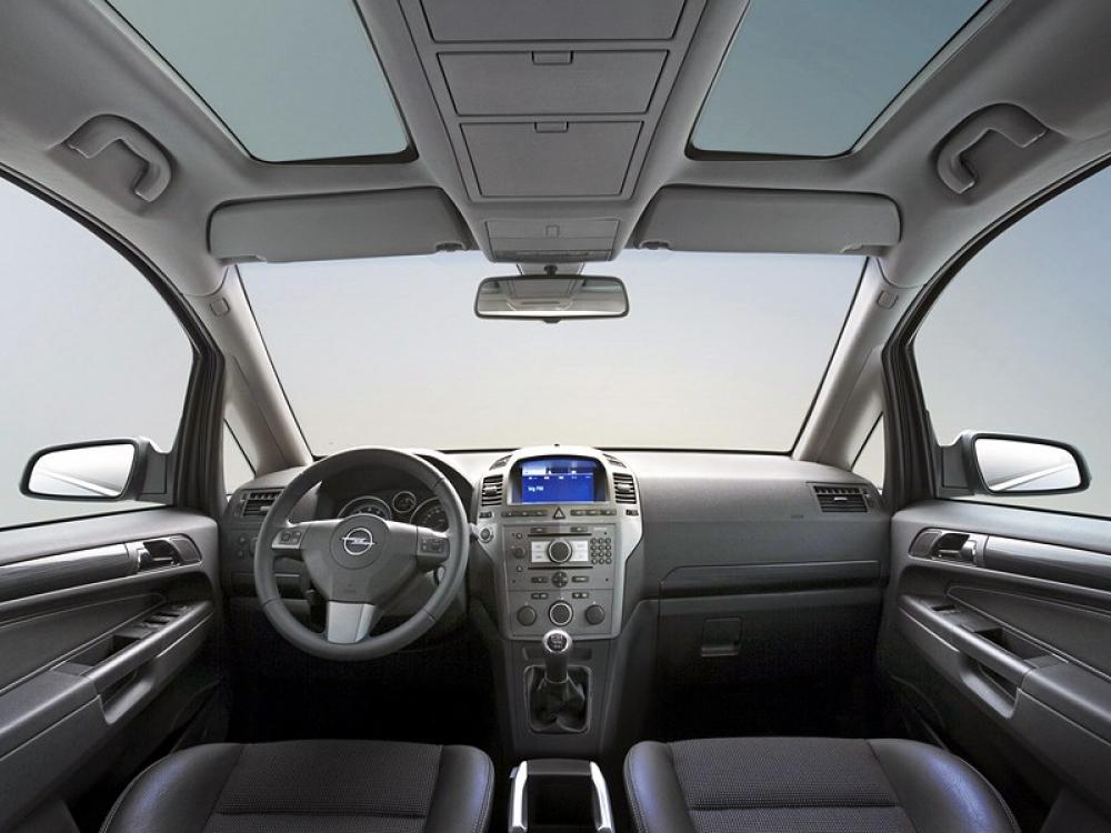 Opel Zafira 2005-2011 Панель